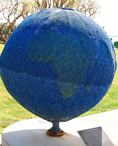 Knit-globe